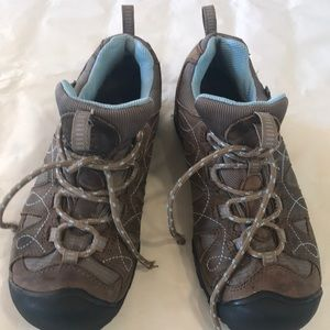 Women's keen trail hikersSize 7